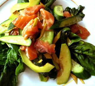 Рецепт Салат из шпината, авокадо и слабосоленой семги