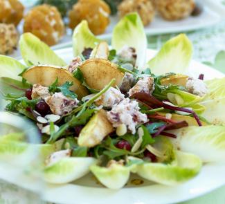 Рецепт Салат с грушей и клюквенным сыром