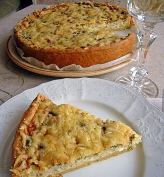 Рецепт Луковый киш с травами и пармезаном