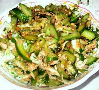 Рецепт Салат с курицей и огурцами в восточном стиле