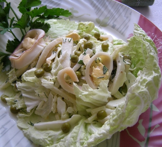 Рецепт Салат с кальмарами и пекинской капустой Нежность