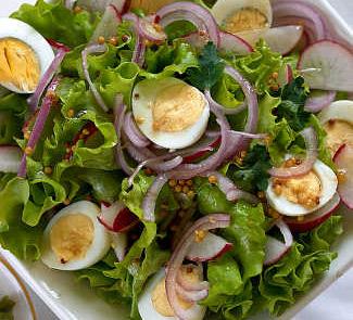 Рецепт Весенний салат с перепелиными яйцами