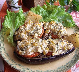 Рецепт Баклажаны, запеченные с говядиной, томатами и болгарским перцем