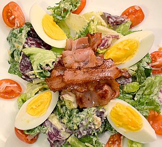 Рецепт Теплый салат с беконом и яйцами