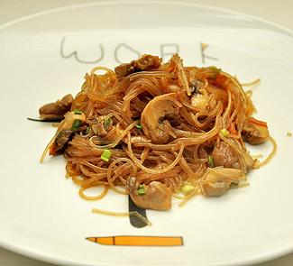 Рецепт Фунчоза с грибами в соусе терияки