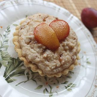 Рецепт Тартинки с миндально-рисовым пудингом и сливой