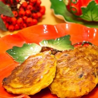 Рецепт Оладьи с тыквой и вяленой ягодой