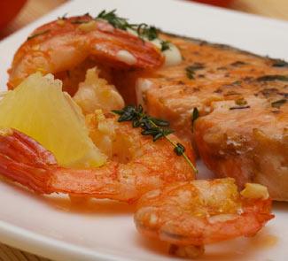 Рецепт Стейк семги с креветками в сливочном соусе