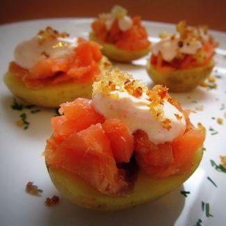 Закуска из молодого картофеля с красной рыбой 197