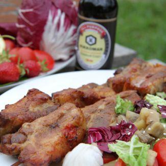Свиные ребра-гриль с салатом из запеченных баклажанов