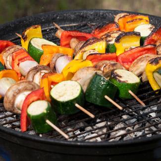 Овощи и шампиньоны барбекю в маринаде из соевого соуса Kikkoman