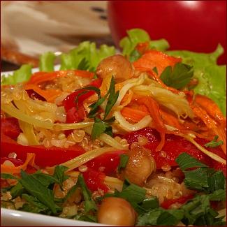 Рецепт Теплый салат из киноа и булгура