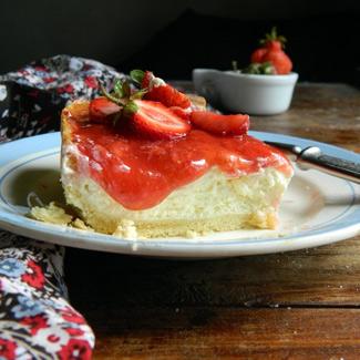 Рецепт Пирог с творожным кремом и клубникой