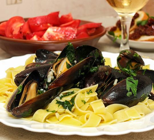 Рецепт Фетуччини с мидиями и соусом из белого вина
