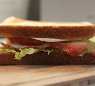 Рецепт Клаб сендвич с беконом, яйцом и сыром