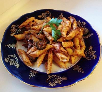 Рецепт Пенне с шампиньонами и маслинами в томатном соусе