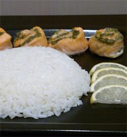 Рецепт Рулеты из лосося с песто